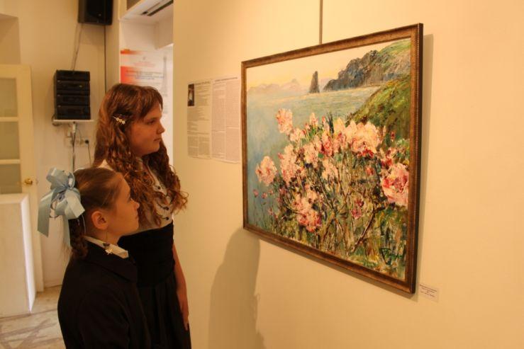 Учащиеся детской художественной школы познакомились с творчеством известного приморского художника Вениамина Гончаренко в картинной галерее