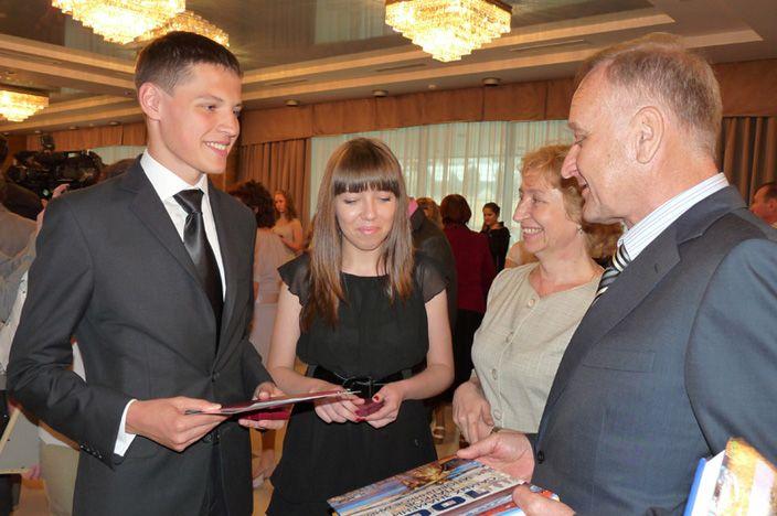 Семеро выпускников Школы-интерната ВГУЭС для одаренных детей - медалисты
