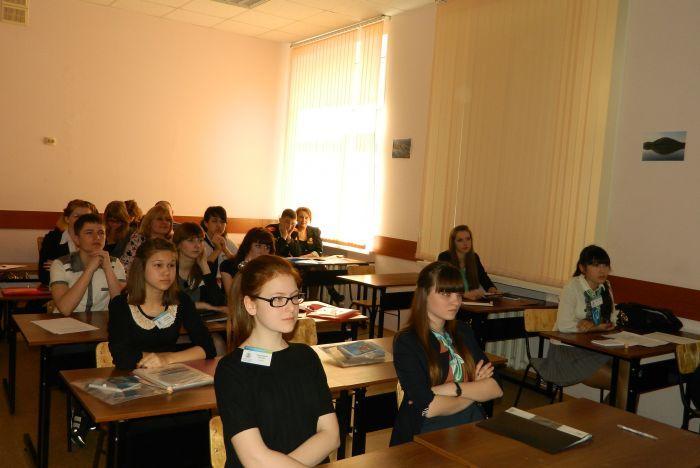 Юные исследователи представили во ВГУЭС свои учебно-исследовательские работы