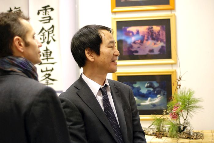 Выставку «Снега седеющей зимы» во ВГУЭС посетили представители японского и корейского консульств