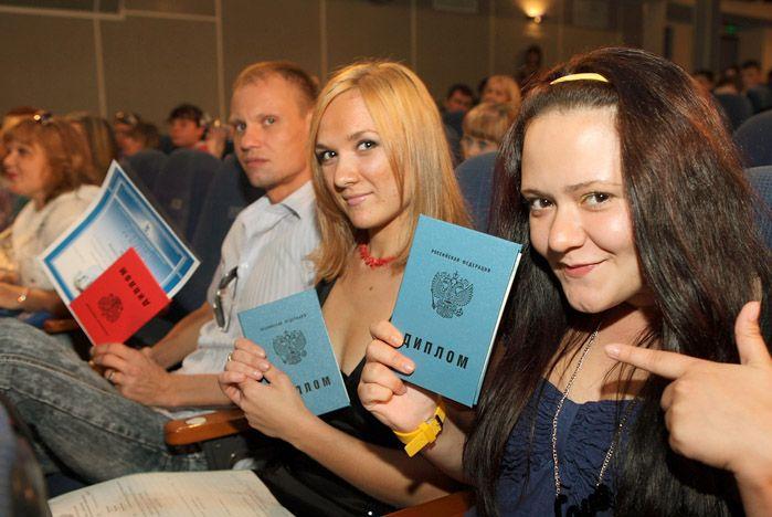 Выпускники Профессионального лицея ВГУЭС гордятся своими дипломами