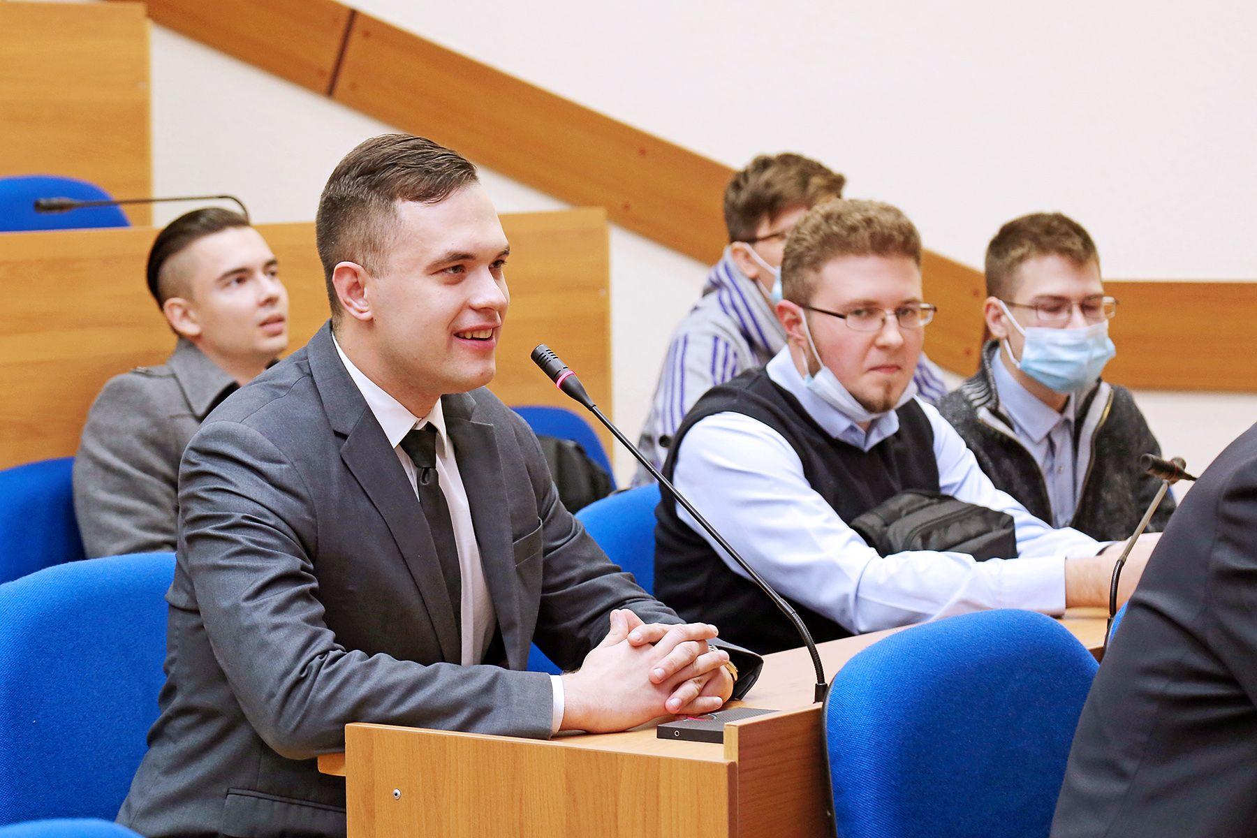 Внутренний диалог как основа психического здоровья личности: на конференции во ВГУЭС выступил выдающийся австрийский ученый Альфрид Лэнгле