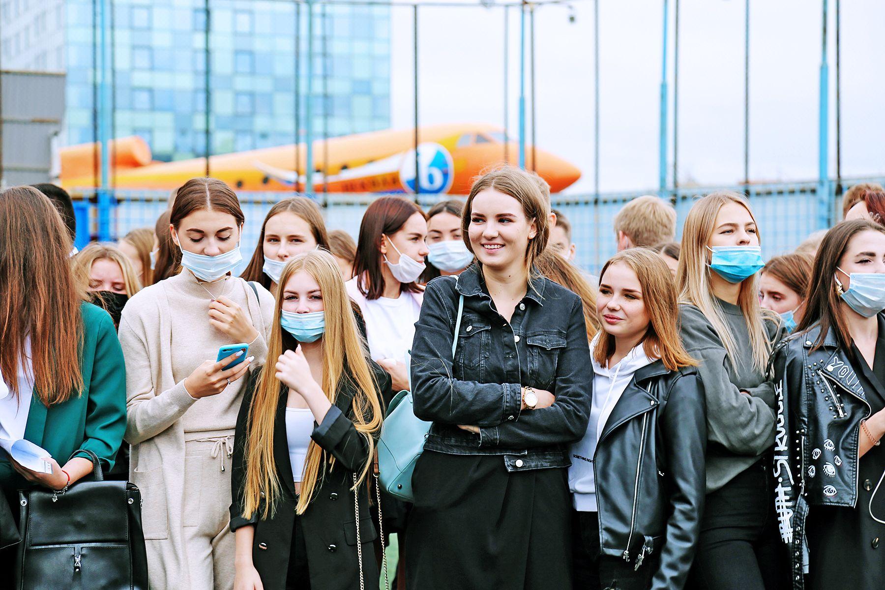 На пороге студенческой жизни: во ВГУЭС прошла торжественная линейка первокурсников