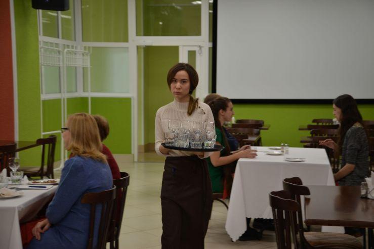 В учебном ресторане ВГУЭС не только вкусно кормят, но и сдают экзамены