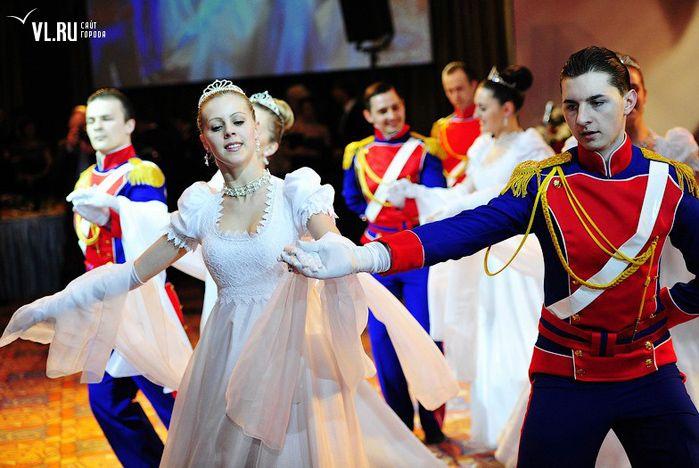 Коллективы Молодёжного центра ВГУЭС пригласили на бал
