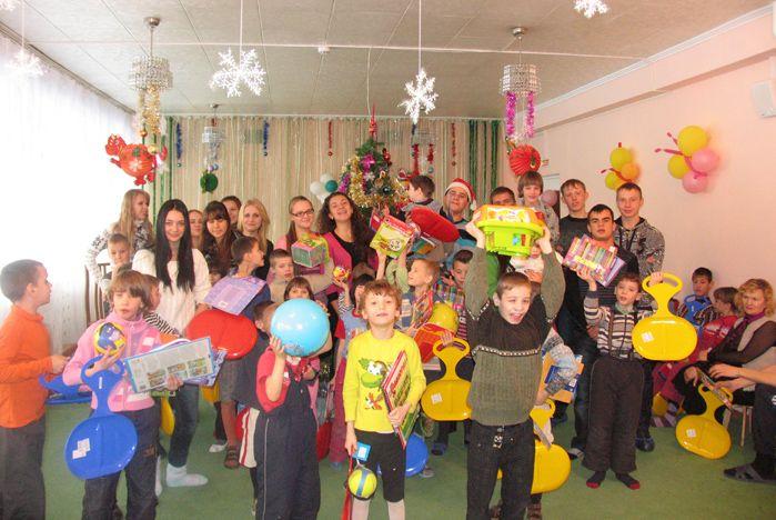 Студенты ВГУЭС поздравили воспитанников детского дома с Рождеством Христовым