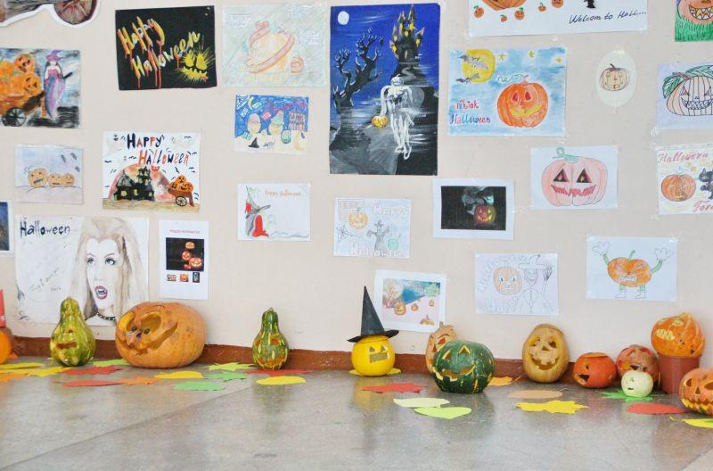 Выставка работ учеников школы № 40, посвященная традициям Хэллоуин