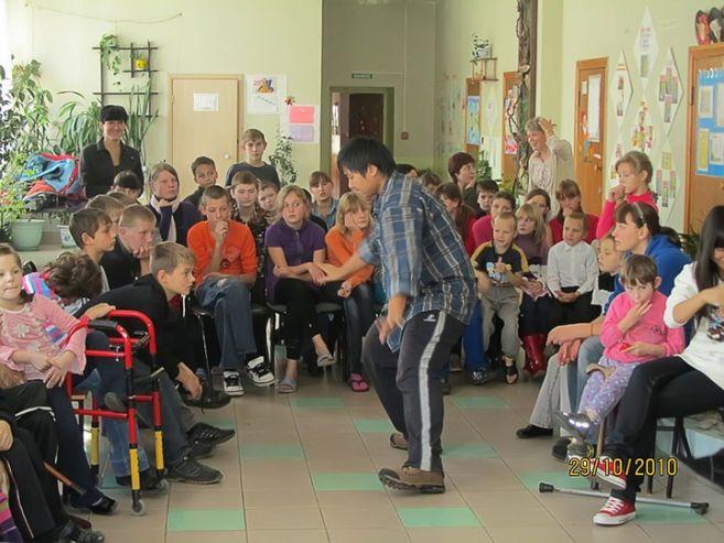 Иностранные студенты ВГУЭС навестили детей, оставшихся без попечения родителей