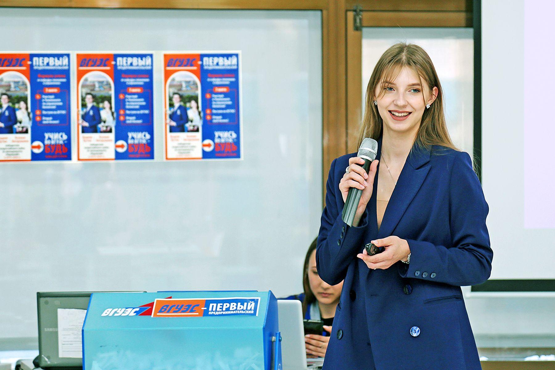 Выпускница ВГУЭС Ксения Антрушина разработала модель компетенций проектных специалистов для Правительства Приморского края