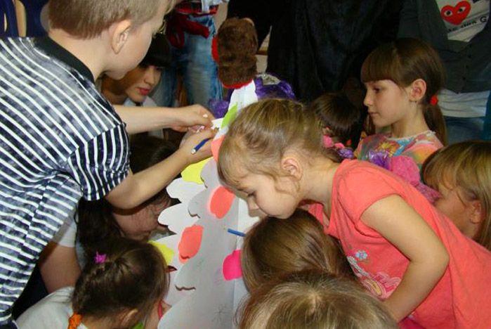 Волонтеры ВГУЭС дарят Новый год воспитанникам детских домов