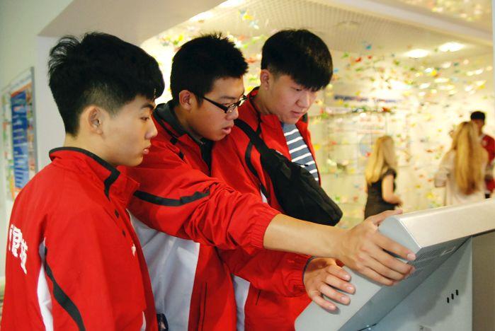 Ученые, дизайнеры и спортсмены из Китая - гости ВГУЭС