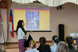 Преподаватель из США Шивани Радхакришнан рассказывает об истории праздника и о том, как его отмечают американские школьники в наши дни