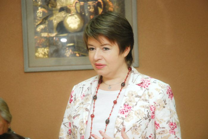 Проректор по развитию ВГУЭС Лариса Шиловская поздравила ветеранов