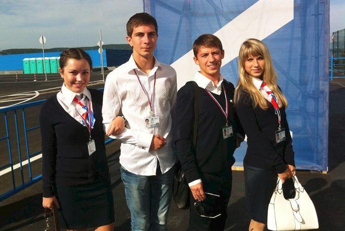 Волонтеры ВГУЭС сопровождают мероприятия саммита АТЭС