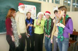 Студенты группы ПП 05-01 исполняют рождественские песни для учеников ШИОД им. Дубинина