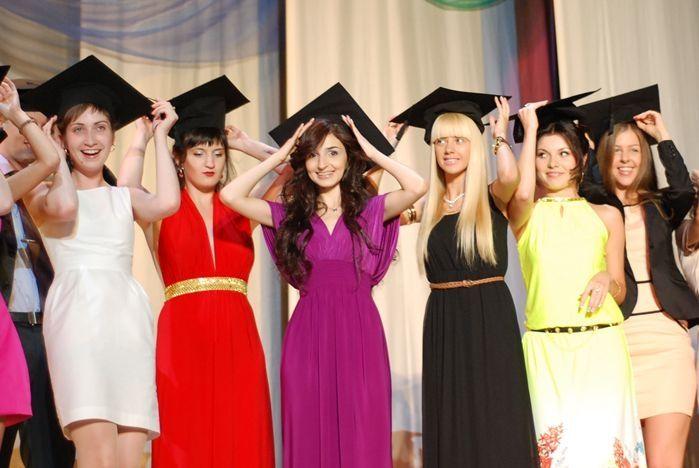 Студенты Института права и управления ВГУЭС отметили выпускной вечер