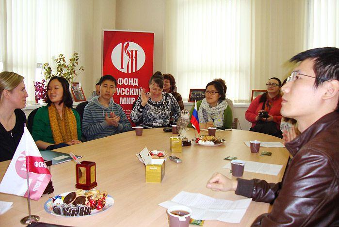 Фонд «Русский мир» наградил иностранных студентов ВГУЭС