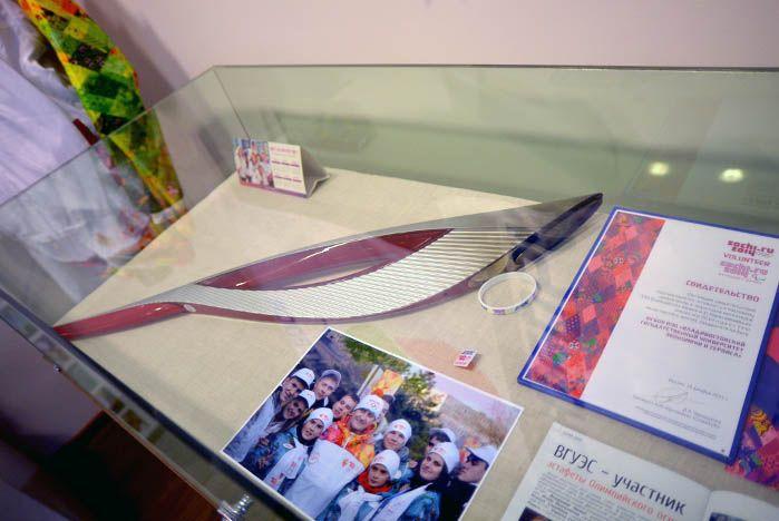 Факел эстафеты Олимпийского огня стал экспонатом Музея ВГУЭС