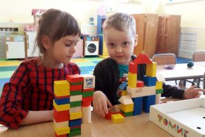 Вместе строим мы дома, города и терема