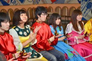 Japanese students from VSUES sang