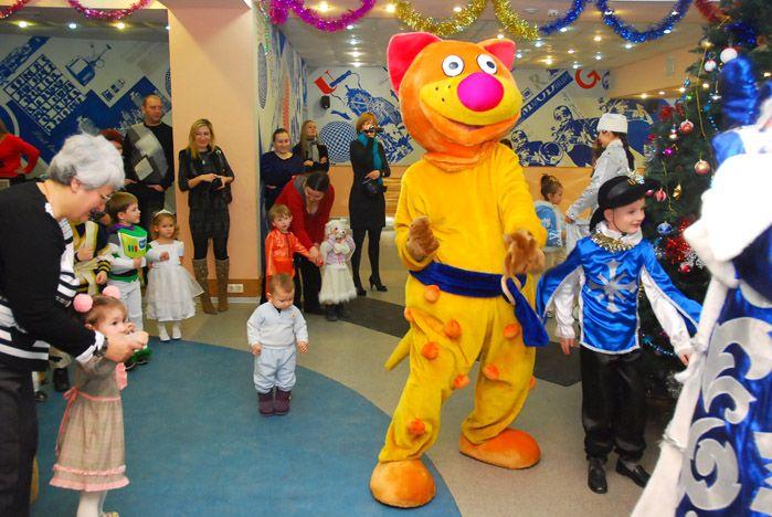 Самый любимый детский праздник проходит во ВГУЭС с елкой, подарками и карнавалом