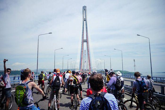 ВГУЭС присоединился к велопробегу по мосту на остров Русский