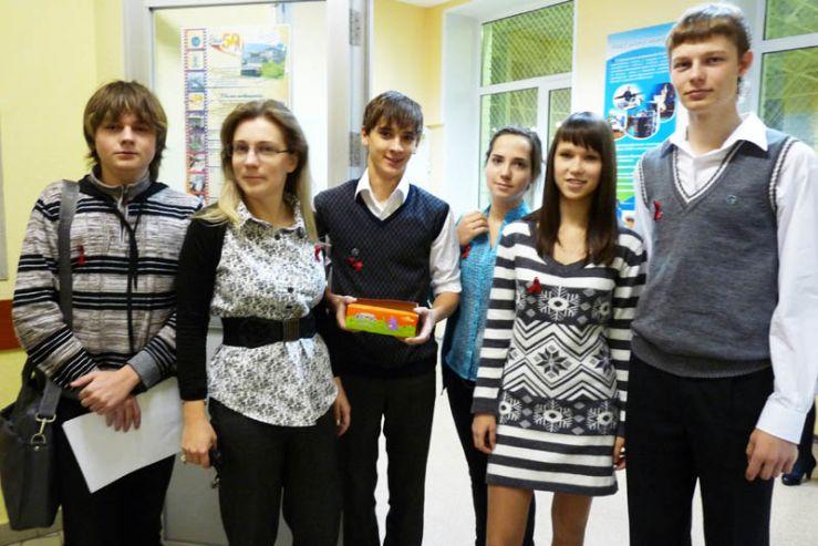 К всемирной акции по борьбе со СПИДом присоединились ученики ШИОД