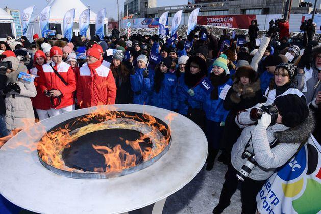Волонтеры ВГУЭС: «Эстафету огня Универсиады встретили - ждем эстафету Олимпийского огня».