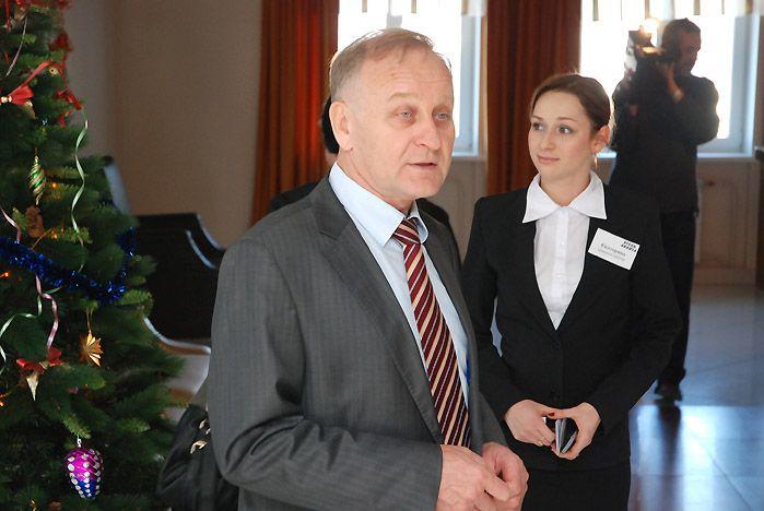 На встрече с журналистами ректор ВГУЭС Геннадий Лазарев презентовал центр подготовки волонтеров для Олимпиады в Сочи