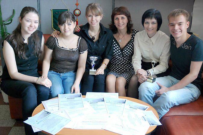 Команда студентов ВГУЭС с блеском выступила на Всероссийской студенческой олимпиаде по английскому и деловому английскому языку в Хабаровске.