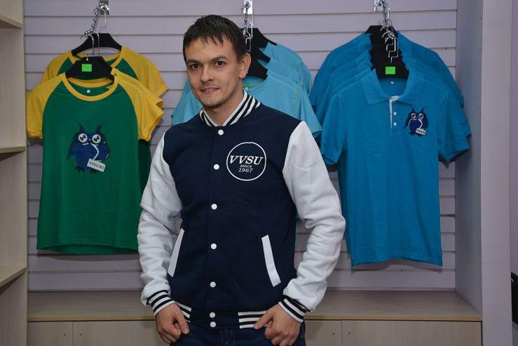 Во ВГУЭС открылся магазин фирменной университетской одежды