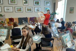 Выставка работ художественной школы ШИОД открылась во Владивостоке