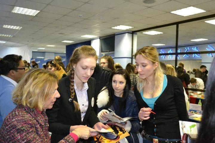 Студенты-переводчики работали в сотрудничестве с представителями американских университетов
