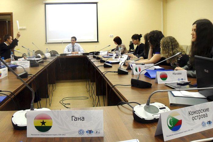 Студентки ВГУЭС стали делегатами Московской международной модели ООН