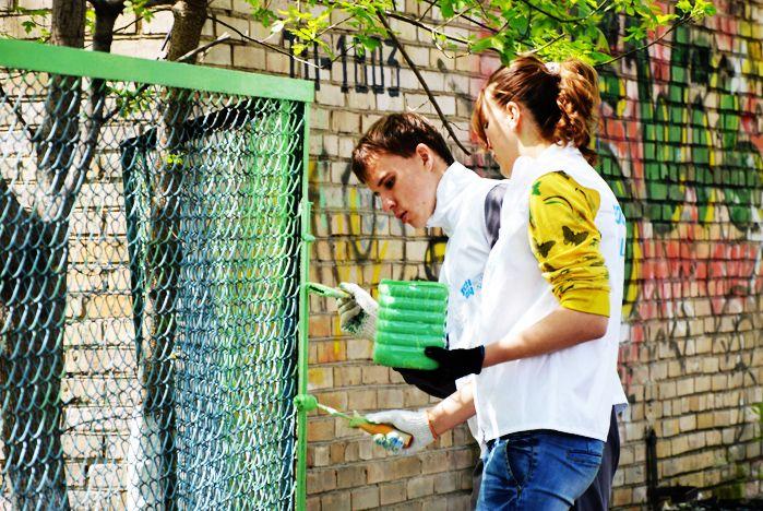 Волонтеры ВГУЭС облагораживают социальные объекты Владивостока