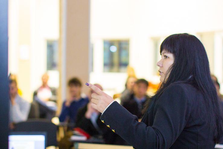18 октября 2013 года в Инновационном бизнес-инкубаторе ВГУЭС состоялся мастер-класс «Привлечение клиентов в автосервис». Организатором мастер-класса стал проект бизнес-тренера Дмитрия Дубровского «Автосервис – это просто» на Дальнем Востоке.