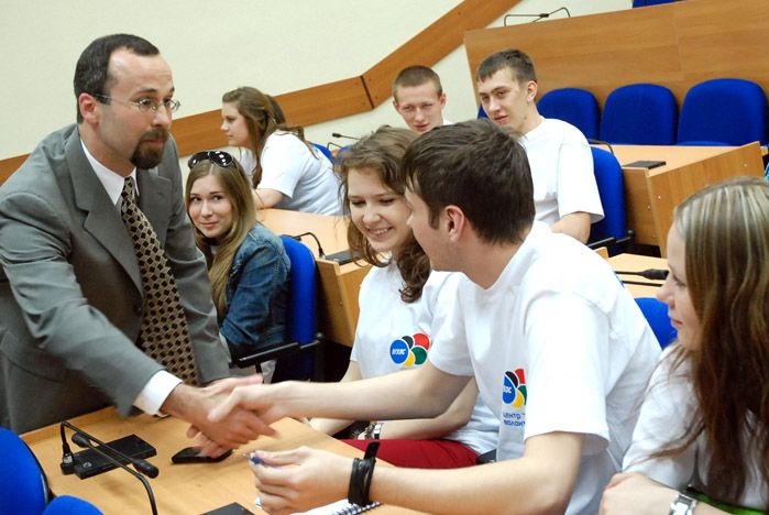 Известный американский специалист в области волонтерского движения провел семинар для студентов ВГУЭС