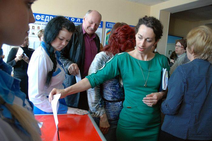 Поздравляем Геннадия Иннокентьевича Лазарева с переизбранием на пост ректора нашего университета!