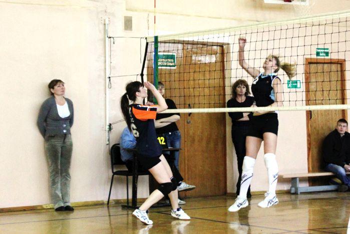 Сборная Колледжа сервиса и дизайна ВГУЭС по волейболу четвертый год лучшая среди ССУЗов