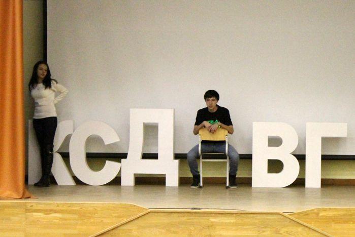 Студенты Колледжа сервиса и дизайна ВГУЭС готовят творческий подарок для юбиляра