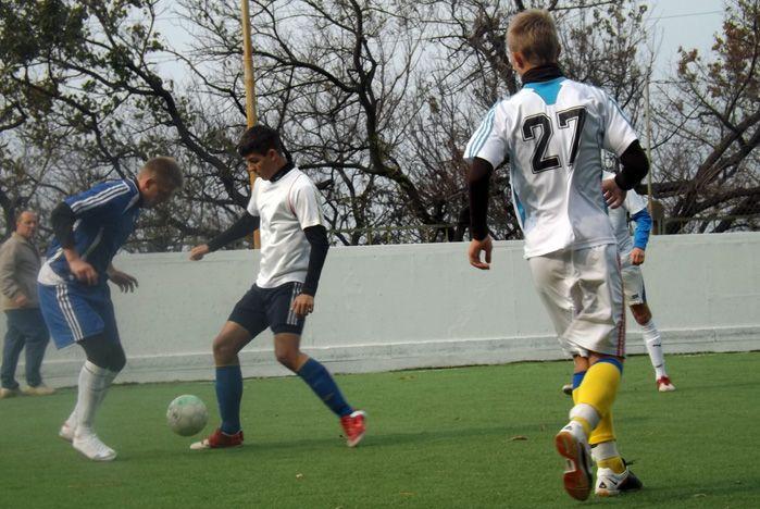 Cборные команд Колледжа сервиса и дизайна и Академического колледжа ВГУЭС– призеры городской спартакиады по мини-футболу