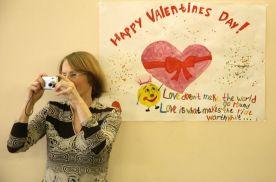 Преподаватель кафедры Наталья Тёщина делает фото для истории