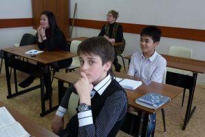 Родители школьников погрузились в образовательный процесс вместе со своими детьми во время проведения открытых уроков в Школе-интернате