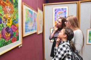 В Государственной картинной галерее начала свою работу выставка художников ШИОД