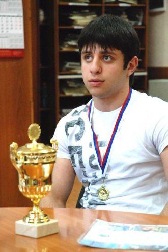 Студент 2 курса Академического колледжа ВГУЭС Эрик Аветисян занял первое место на первенстве Приморского края по вольной борьбе в категории до 55 кг.