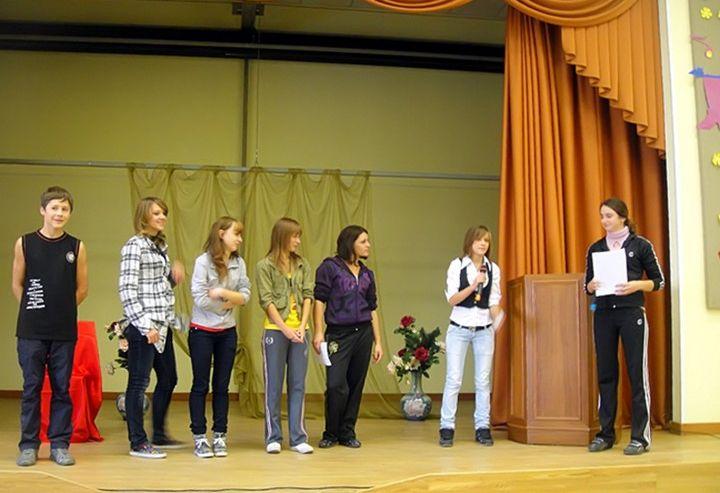 Студенты колледжа сервиса и дизайна ВГУЭС примерили роли чиновников, артистов и журналистов