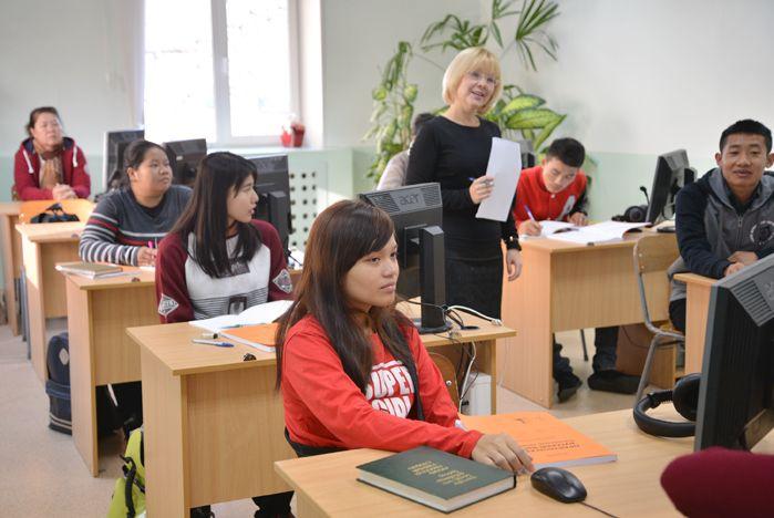 Первые студенты из Лаоса приступили к учебе во ВГУЭС