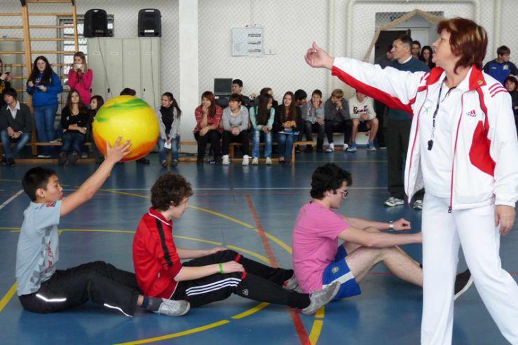 В продолжение торжественной ассамблеи, посвященной юбилею ШИОД, состоялись спортивные соревнования команд 9-11 классов.