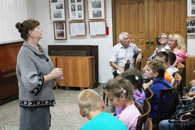 Студенты института посетили открытие выставки посвященной истории артемовского лесхоза.