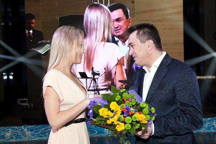 Ректор Геннадий Лазарев, волонтеры и спортсмены ВГУЭС отмечены благодарностями и наградами на губернаторском балу